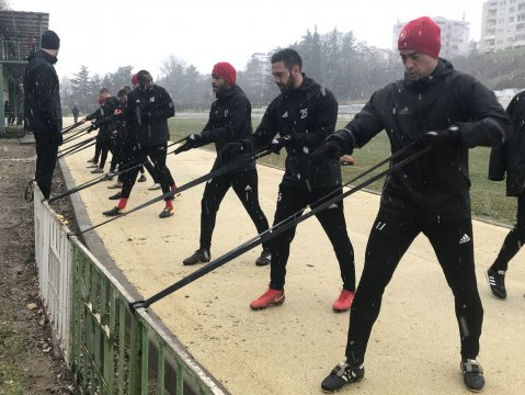 Training in the snow (PHOTOS)