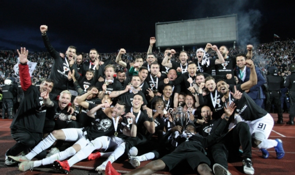 Happy Bulgaria Cup trophy to Lokomotiv Plovdiv!