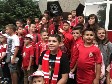 Henrique pleased the young army supporters (PHOTOS)