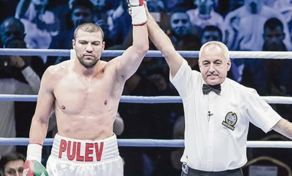 Tervel pulev knocked his opponent in front of Stoichkov