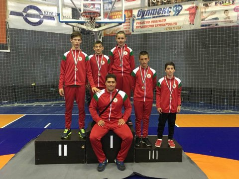 Five medals for our classic wrestling players